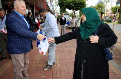 (Turkish) BAŞKAN ŞAHİN'DEN GELENEKSEL İKRAM