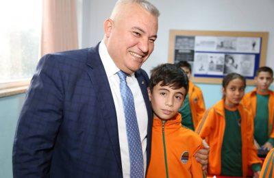 (Turkish) ŞAHİN, SOSYAL SORUMLULUK PROJELERİNİ DE UNUTMUYOR