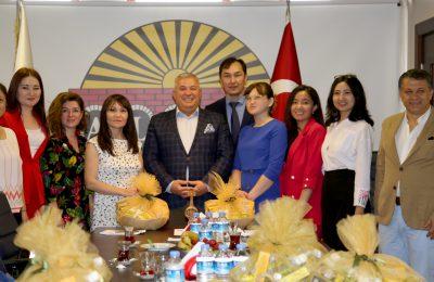 KAZAK GAZETECİLERDEN ALTSO'YA ZİYARET