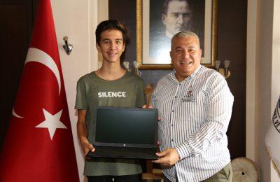 (Turkish) TÜRKİYE BİRİNCİSİ ÖĞRENCİLERE ŞAHİN'DEN TEBRİK